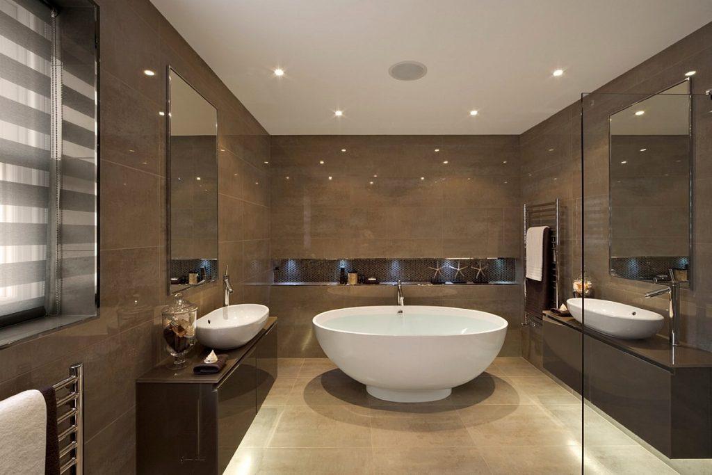 коричневая ванна с потолочным светом