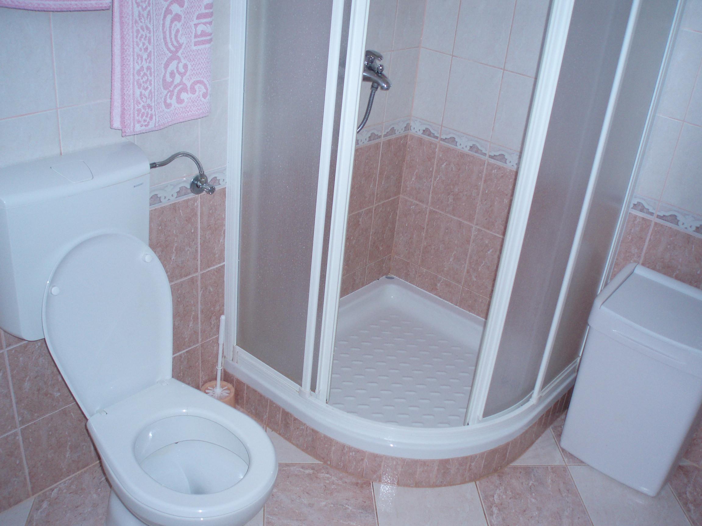 ванна с совместным душем и туалетом