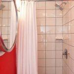 пример маленькой ванной в доме фото
