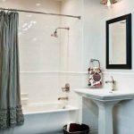 пример маленькой ванны в квартире картинка