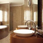 использование мелкой плитки в дизайне ванной