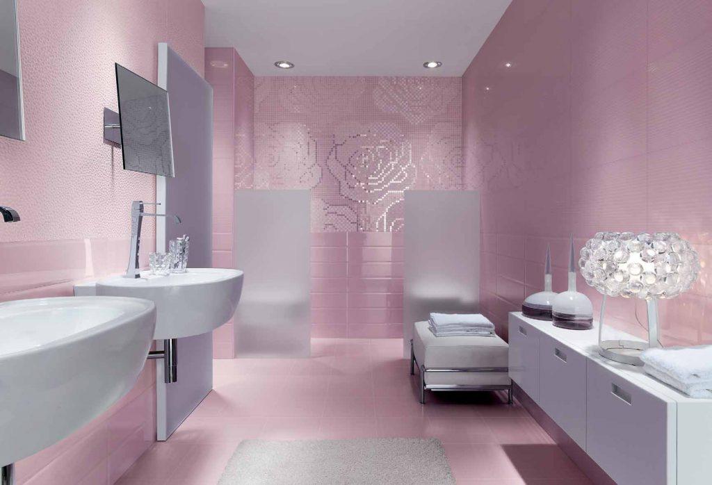 розовая ванна с цветами