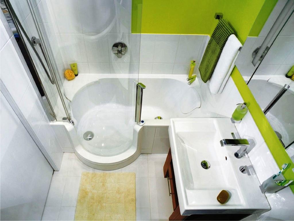 светлая душевая в ванной комнате