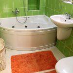 зеленая плитка в интерьере ванной