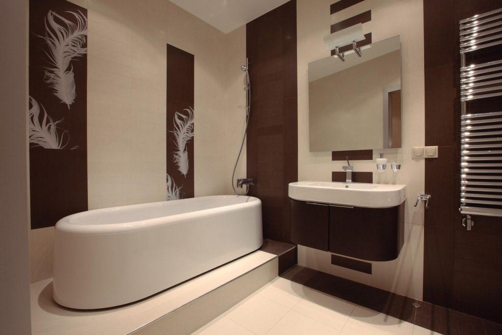 кафель в ванной с рисунками перьев