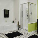 светлая душевая кабинка в ванной комнате интерьер