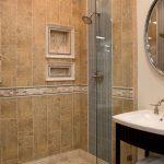 необычная керамическая плитка в интерьере ванной в стиле этно в темных тонах
