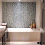 необычная керамическая плитка в ванной в стиле классика в темных тонах
