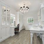 красивая керамическая плитка в ванной комнате в стиле этно в темных тонах