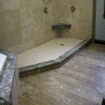 необычная керамическая плитка в ванной комнате в стиле классика в светлых тонах