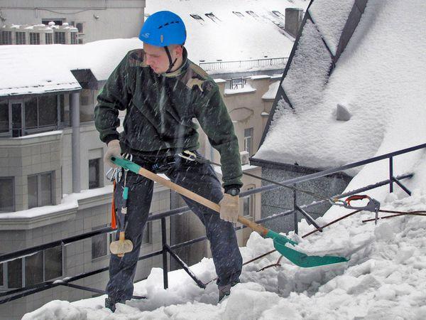 chistka kryshi ot snega 1