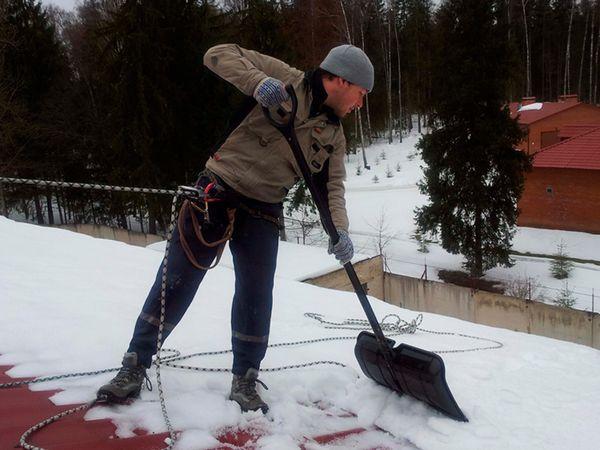 chistka kryshi ot snega 2